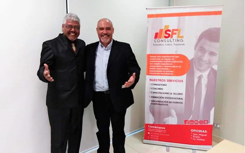 En la imagen Alex Mercado Gerente General de SFL Consulting y Sergio González Director de Overflow Emprende
