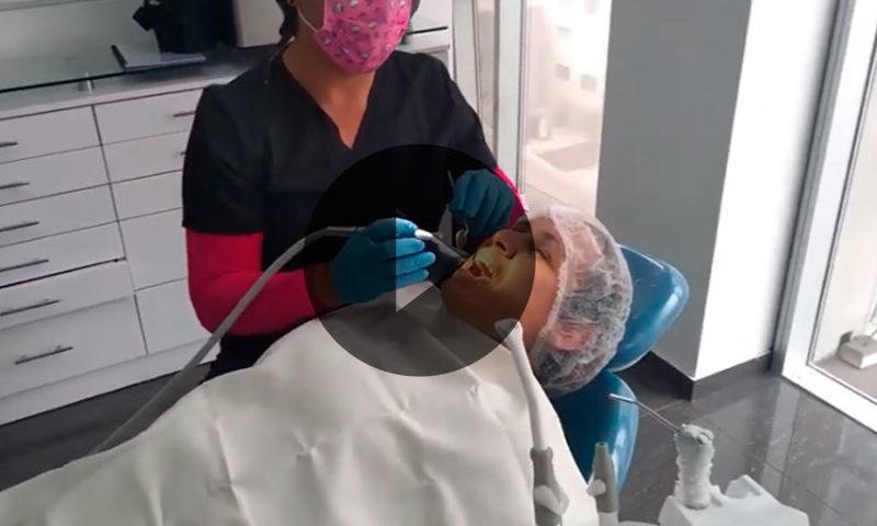 Vídeo comercial para DentalyEstetica.com - Overflow.pe