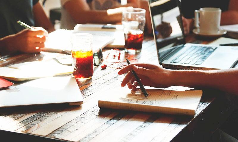 Únete a nuestra comunidad de suscriptores a boletines emprendedores - Overflow.pe