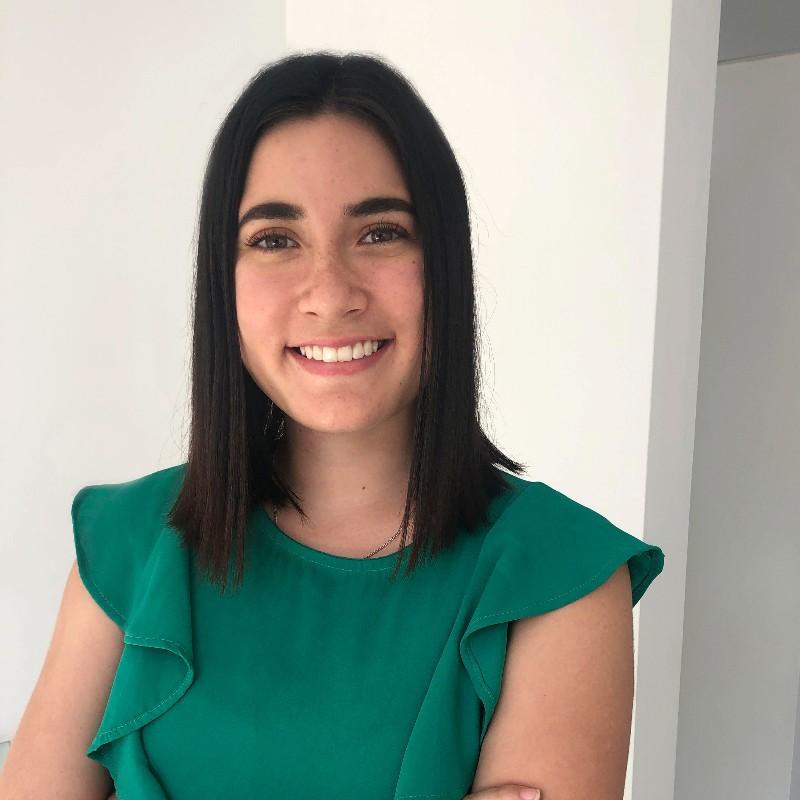 Gabriela Denegri CEO y Founder de Brandtech SAC -  Autora del post: Yo duermo en el trabajo - Overflow.pe