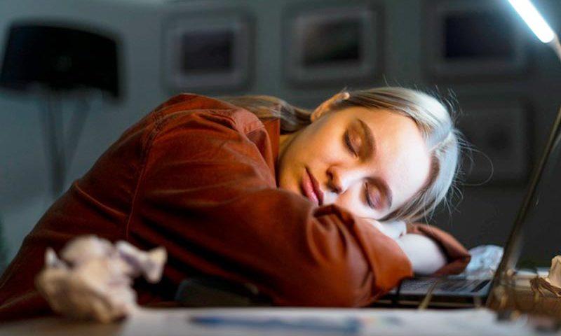 Yo duermo en el trabajo - Gabriela Denegri - Invitados Overflow Emprende - Overflow.pe